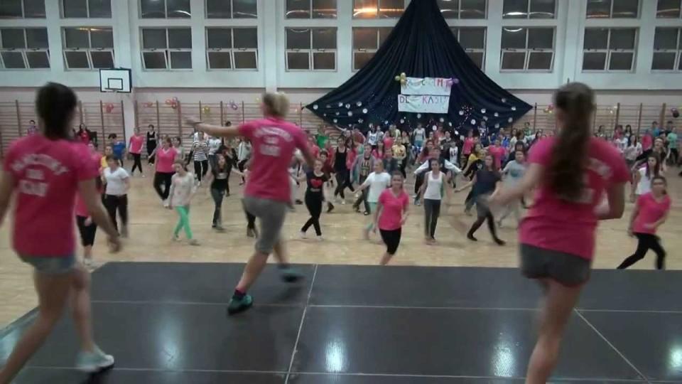 """Charytatywny """"Maraton Zumby"""" dla Kasi w Gimnazjum Nr 1 w Warce – 13 grudnia 2013"""