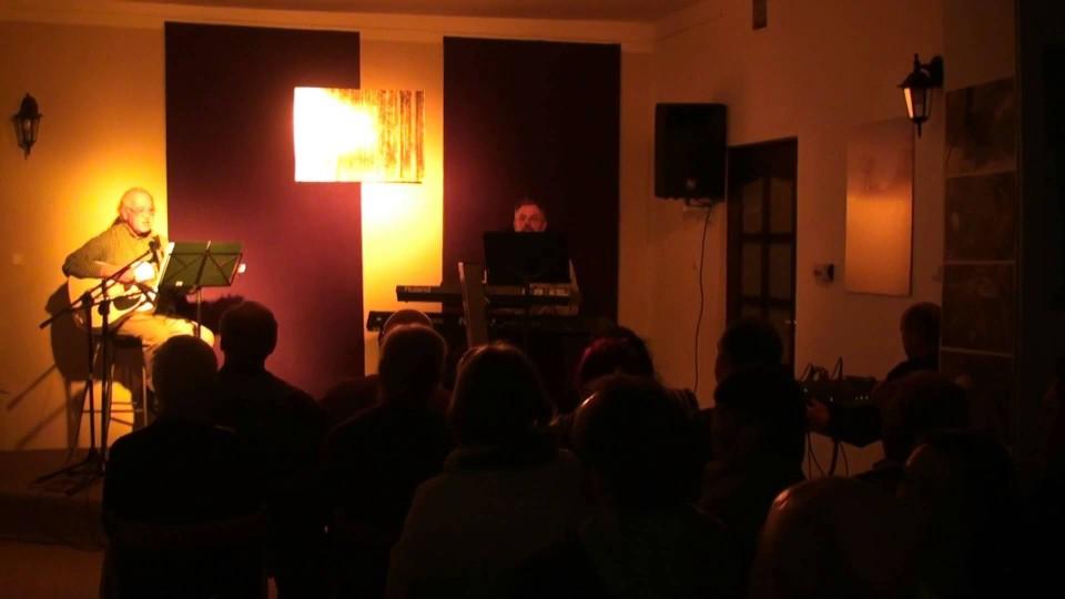 """Wernisaż wystawy """"Nasi Potrafią"""" – fotografie Marii Gut, koncert Andrzej Gut – 27 września 2013"""