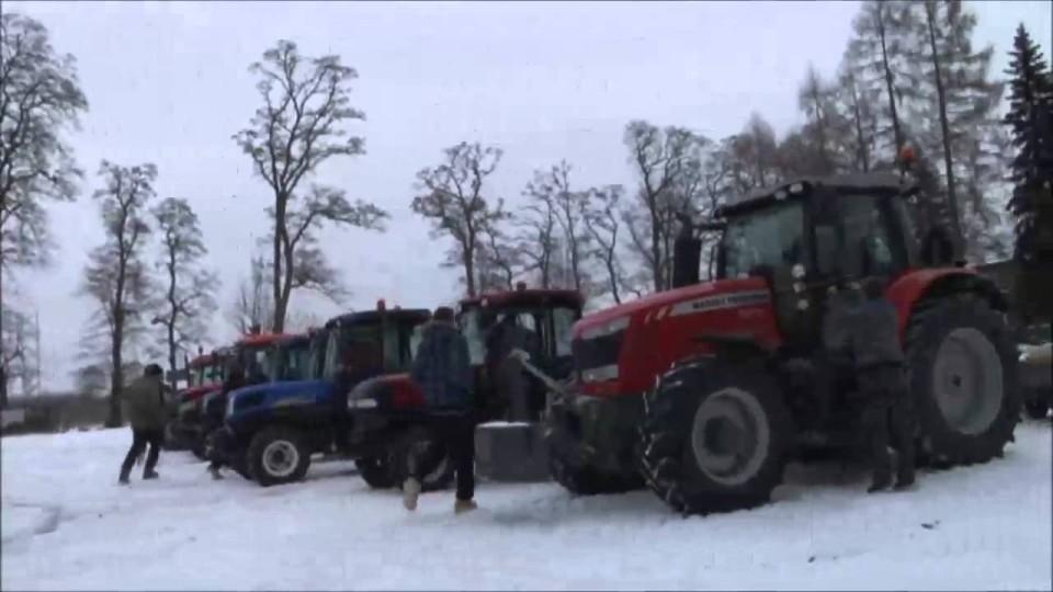 Część czołówki filmu ze Studniówki klasy 4 Technikum Ogrodniczego w Nowej Wsi – 10 styczeń 2014