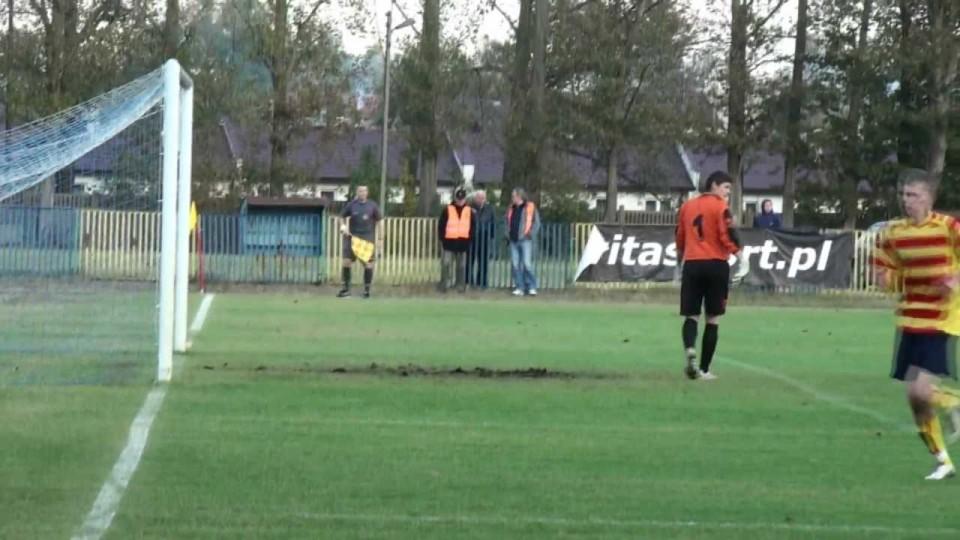 Mecz piłki nożnej IV ligi – KS Warka – Polonia Iłża – 22 października 2011